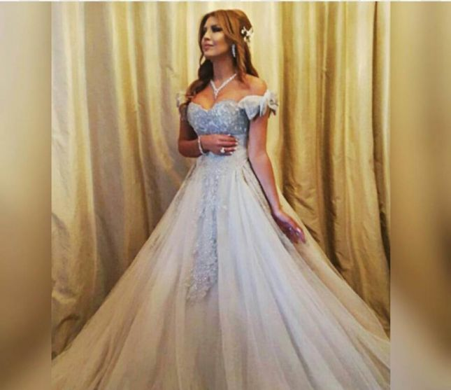 5869c106fbf63 ملكة جمال لبنان السابقة سالي جريج  ارتدت الملكة فستاناً من تصميم طوني ورد