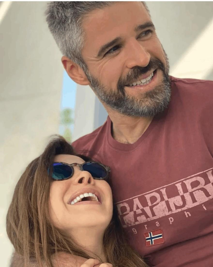 بعد صورة نانسي عجرم مع أختها نادين.. شقيقهما الوسيم نبيل في لقطة مُتداولة