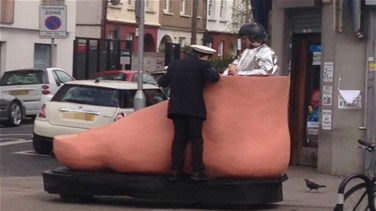 Traffic Warden Caught On Camera Trying To Give Ticket To Man Driving A Giant Foot