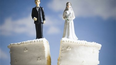 "Newlyweds Divorce Because Wife ""Was Too Busy Texting Her Friends"""