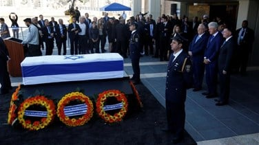 Thousands of Israelis file past coffin of former president Peres