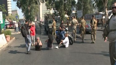 Lebanon News - Clash in Chevrolet as protesters sit in the middle of the road (Video)