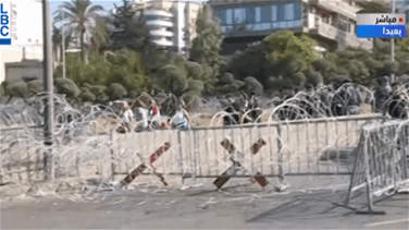 Lebanon News - Crowds of protesters gather on road leading to presidential palace amid security measures (Video)