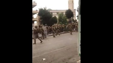 Lebanon News - Stones thrown at army soldiers at Saadnayel-Taanayel intersection-[VIDEOS]
