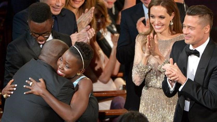 Oscars 2014: Photobombs, Pizza, Epic selfies and LeoDiCaprio