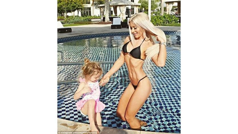 LBCI News   بالصور – والدة مثيرة تتعرّض للانتقادات على انستغرام بسبب عدد أولادها!