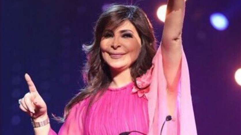 70aad2717 بالصور: في حفلها الأول بالسعودية.. فستان إليسا يُشعل مواقع التواصل  الإجتماعي. LBCI News Lebanon