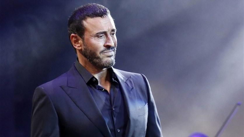 5fba27d54 فيديو جديد لكاظم الساهر بعد احتضانه معجبة... يرقص الدبكة على المسرح. LBCI  News Lebanon