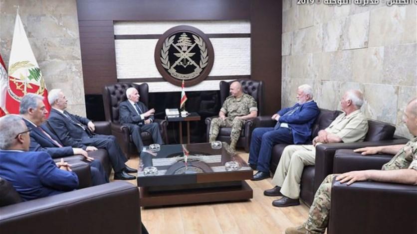 a8cf7c905 قائد الجيش عرض مع الوزير الفلسطيني لشؤون اللاجئين أوضاع المخيمات ...