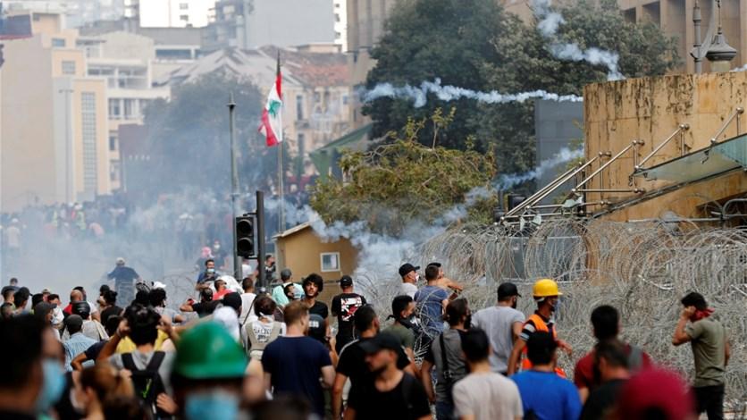 وسط بيروت... مواجهات وكر وفر وتعليق للمشانق (صوَر)