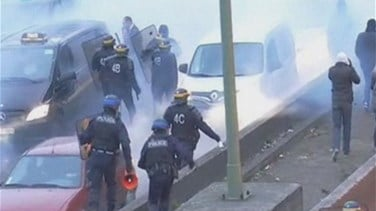 REPORT: French protests and strikes disrupt airports, roads,...