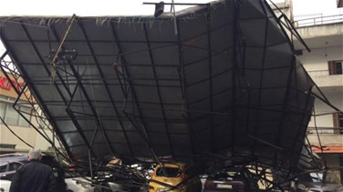 [PHOTOS] Cars crushed as large billboard collapses in Zalka