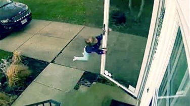 Lebanon News - [VIDEO] Hilarious Moment Little Girl Opens Front Door To Be Literally Blown Away By High Winds