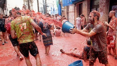[PHOTOS] Revelers hurl tomatoes in Spanish festival amid higher security