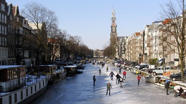 VIDEO - Ice Skaters Glide Over Frozen Canal In Amsterdam During Icy Weather