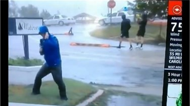 Lebanon News - VIDEO – Weather Reporter Braces for Hurricane Florence While 2 Guys Walk by As If Nothing's Wrong