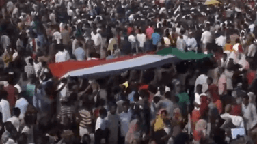 Popular Videos - More protesters flood Sudan's sit-in to demand civilian rule