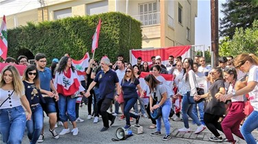 Lebanese in Cyprus stage sit-in in solidarity with Lebanon's revolution (Video)