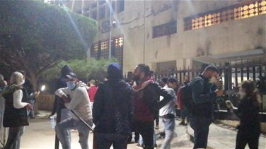 Protesters hold sit-in outside Sidon Central Bank